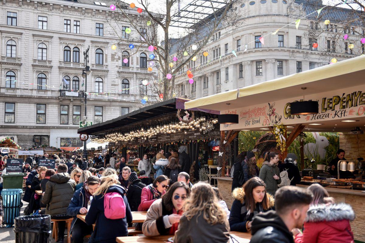 Mye god mat på marked i Budapest
