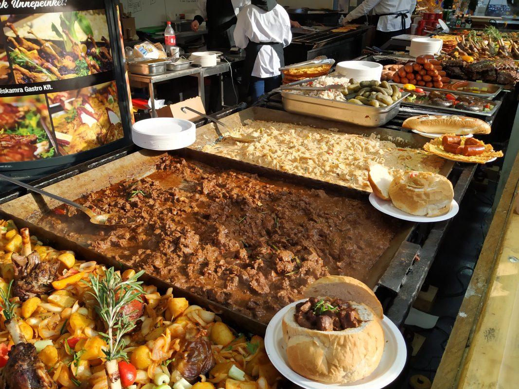 Vårmarked i Budapest med masser av mat