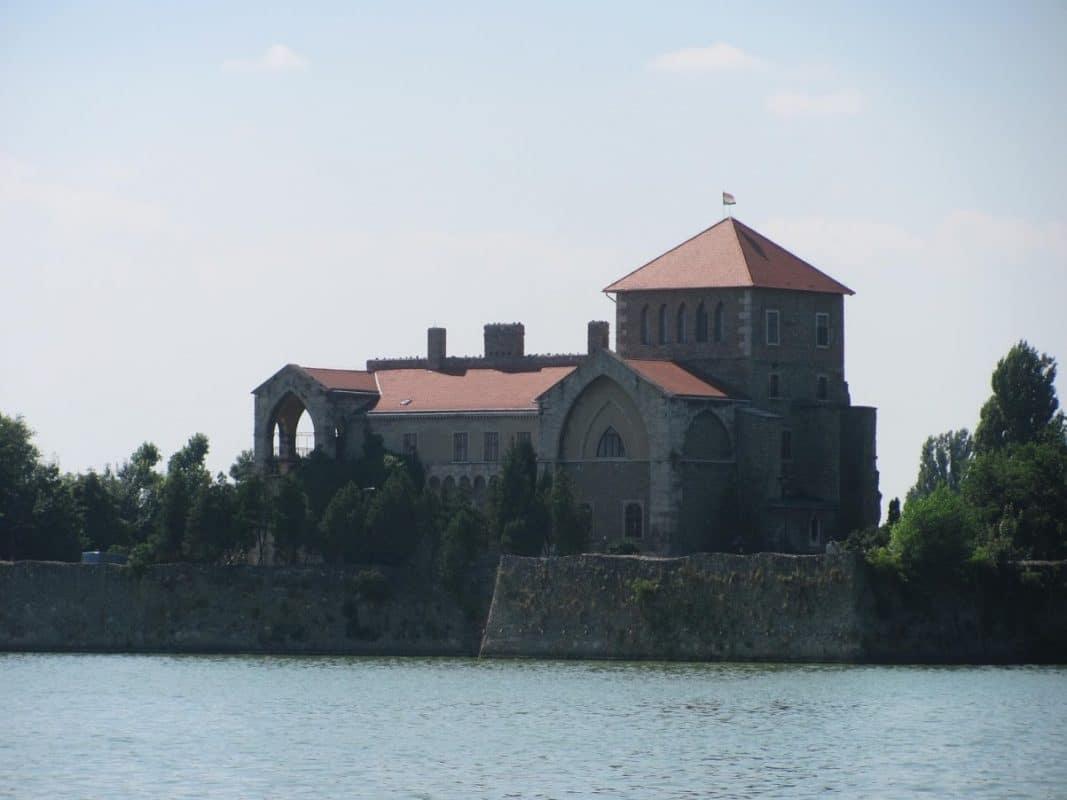 Slottet i Tata er også med i The Witcher